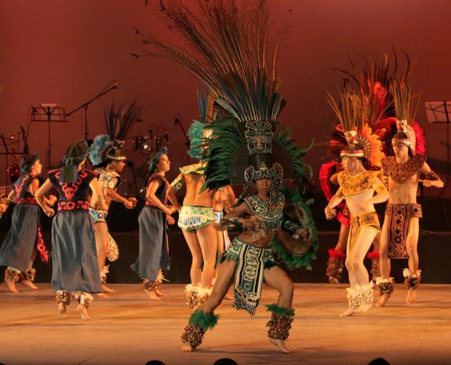 3 - En el marco de actividades del Festival Internacional Cervantino (FIC), el Ballet Folklórico de la Universidad de Guanajuato presentó