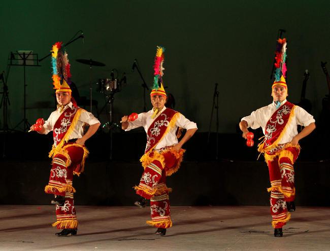 2 - En el marco de actividades del Festival Internacional Cervantino (FIC), el Ballet Folklórico de la Universidad de Guanajuato presentó