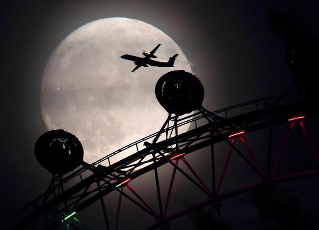 0 - La Luna brilla intensamente en Europa, Asia, África y América, en la víspera del espectáculo que se espera para este lunes 14 de noviembre. Foto: Twitter.