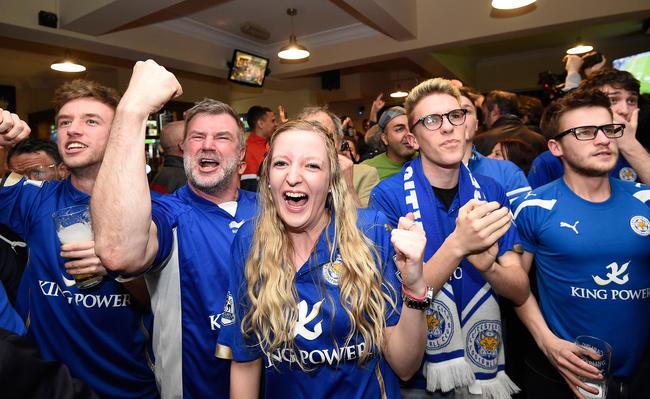3 - Con gran euforia festejaron la conquista de la Premier League. Foto: EFE