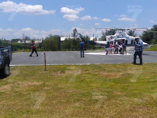 3 - El día de hoy se registró una volcadura en el municipio de Allende, en la cual 13 personas resultaron lesionadas, entre ellas dos menores quienes fueron trasladados a Monterrey. Foto: Alejandro García.