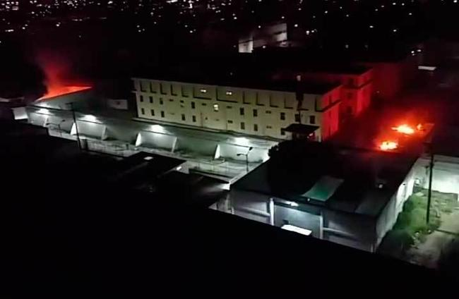 1 - Se registra riña en el Penal del Topo Chico; llegan familiares de los reos en busca de información. Foto: Cortesía