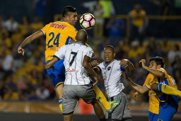 3 - Los Tigres de la UANL impusieron su condición de favorito ante el cuadro panameño Plaza Amador y terminó por superarlo 3-1. Foto: Mexsport