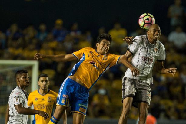4 - Los Tigres de la UANL impusieron su condición de favorito ante el cuadro panameño Plaza Amador y terminó por superarlo 3-1. Foto: Mexsport