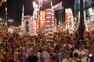Repudian españoles impuestos de Rajoy con marcha