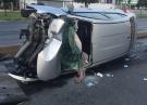 Vuelca conductor y lesiona a pasajera